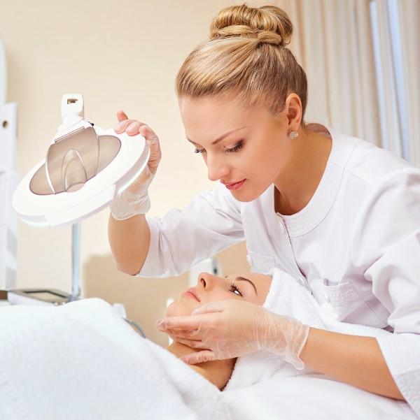Passende Berufshaftpflichtversicherung für Kosmetik Tattoostudio oder Piercingstudio